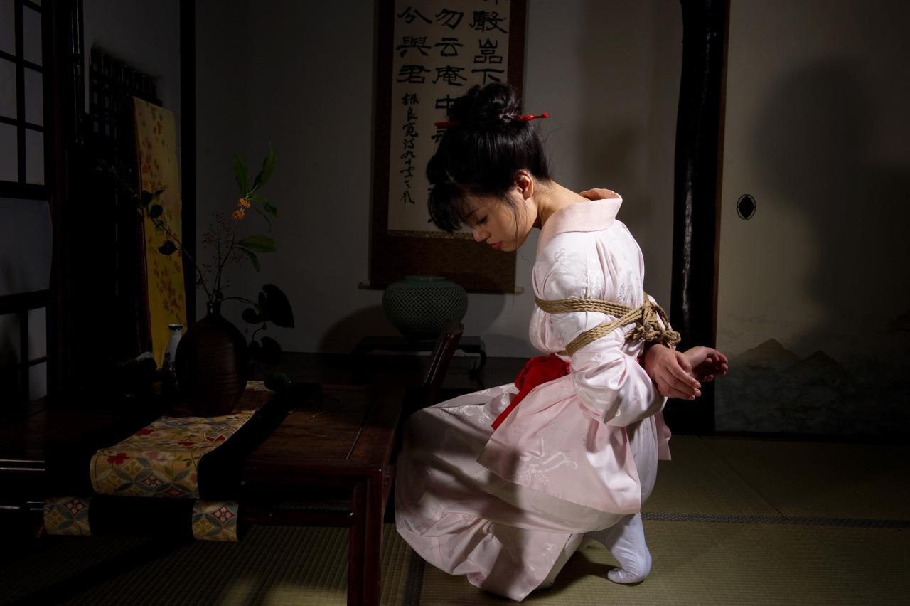 японскую девушку жестко один момент сучка